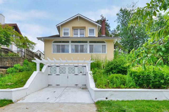 35-55 165 St, Flushing, NY 11358 (MLS #3148467) :: Netter Real Estate