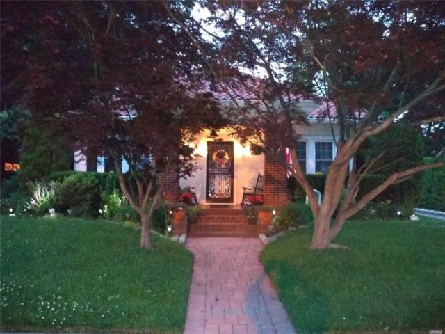 31 Hollywood Ct, Rockville Centre, NY 11570 (MLS #3154665) :: Signature Premier Properties