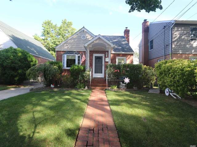 15 Baxter Ave, New Hyde Park, NY 11040 (MLS #3164406) :: Signature Premier Properties