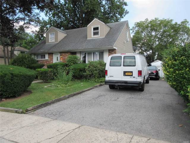 584 Northern Pkwy, Uniondale, NY 11553 (MLS #3172840) :: Shares of New York