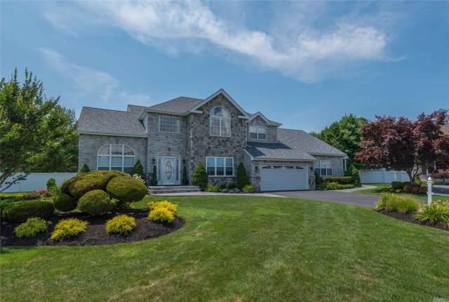 4 Greenbriar Ct, Holtsville, NY 11742 (MLS #3173993) :: Signature Premier Properties