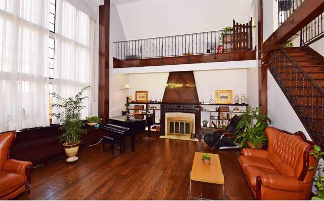 13 Pont St, Great Neck, NY 11021 (MLS #3185185) :: Signature Premier Properties