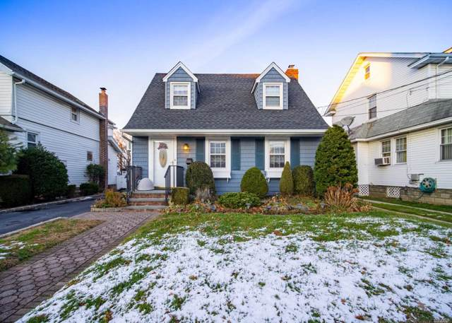 127 E Carpenter St, Valley Stream, NY 11580 (MLS #3186316) :: Shares of New York