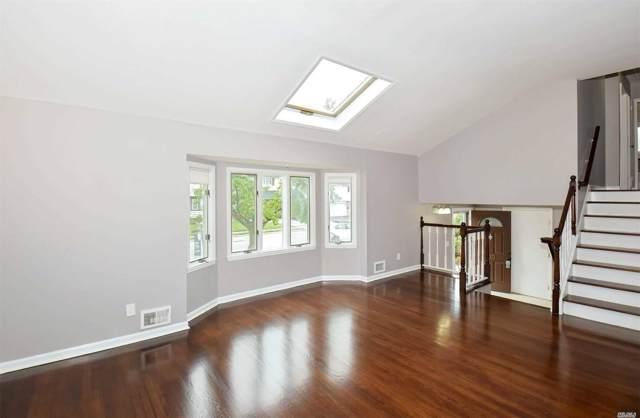 110 Wayne St, Jericho, NY 11753 (MLS #3190647) :: Signature Premier Properties