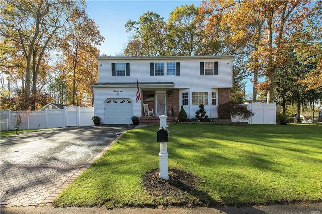 26 Emerald St, Ronkonkoma, NY 11779 (MLS #3200901) :: Denis Murphy Real Estate