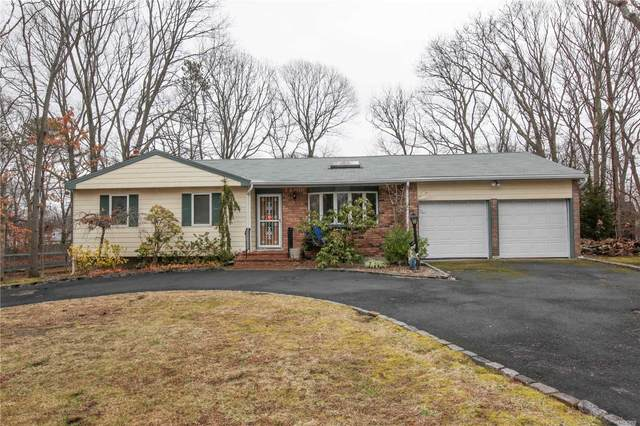 9 Clinton Ave, Ronkonkoma, NY 11779 (MLS #3201026) :: Denis Murphy Real Estate