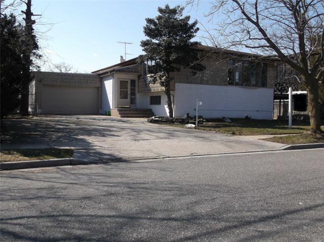 699 Park Ln, Cedarhurst, NY 11516 (MLS #3012211) :: The Lenard Team