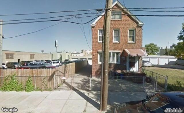 59-37 56 Rd, Maspeth, NY 11378 (MLS #3096365) :: The Lenard Team