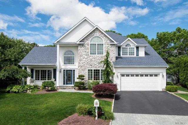 4 Magnolia Ct, Holtsville, NY 11742 (MLS #3123304) :: Shares of New York
