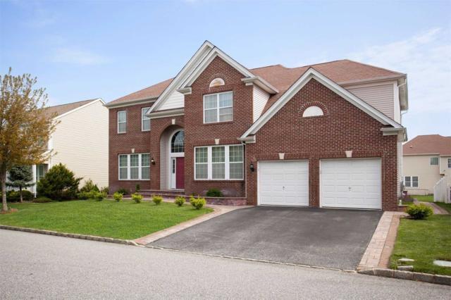 6 Oakland Hills Dr, Mt. Sinai, NY 11766 (MLS #3125582) :: Netter Real Estate