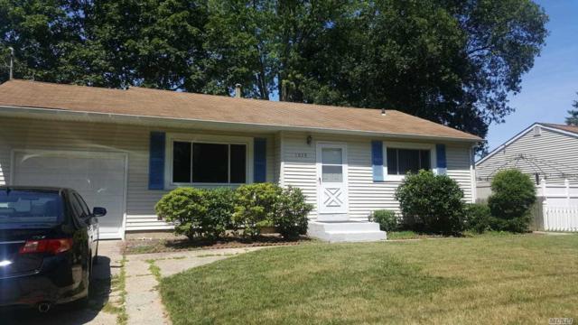1038 Manor Ln, Bay Shore, NY 11706 (MLS #3148436) :: Netter Real Estate