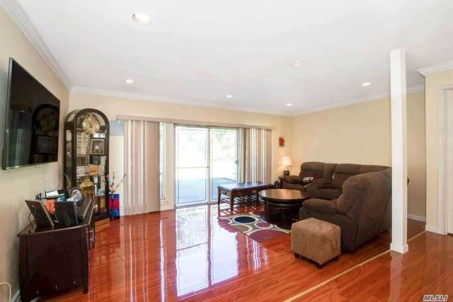 6 Manors, Jericho, NY 11753 (MLS #3165363) :: Netter Real Estate