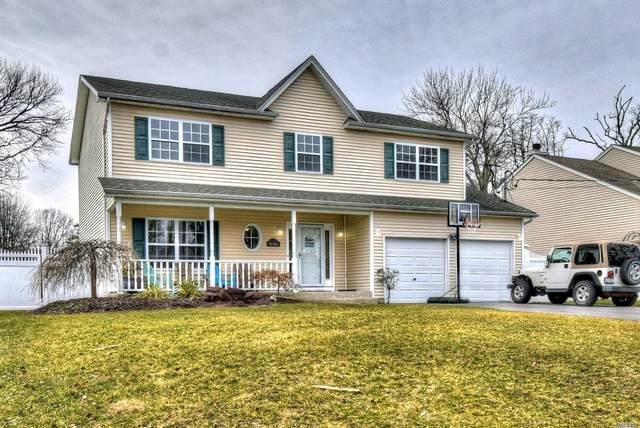 236 W Shore Rd, Oakdale, NY 11769 (MLS #3201966) :: Denis Murphy Real Estate
