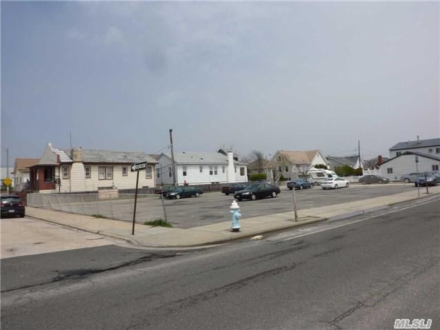 741 E Broadway, Long Beach, NY 11561 (MLS #2776360) :: Netter Real Estate