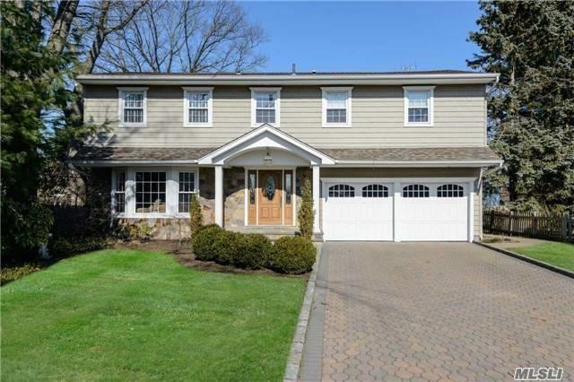 800 Captains Gate, Westbury, NY 11590 (MLS #2921236) :: Netter Real Estate