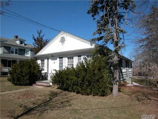130 Ostrander Ave, Riverhead, NY 11901 (MLS #2925513) :: The Lenard Team