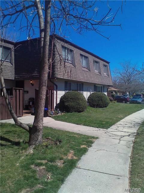 271 Feller Dr, Central Islip, NY 11722 (MLS #2929383) :: Keller Williams Homes & Estates