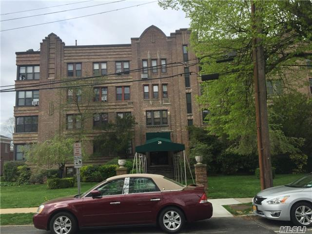 29 Woodmere Blvd 2D, Woodmere, NY 11598 (MLS #2940509) :: Netter Real Estate