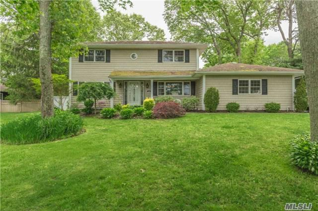 22 Ivy Hill Dr, Smithtown, NY 11787 (MLS #2944335) :: The Lenard Team