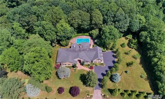 250 Laurel Ln, Laurel Hollow, NY 11791 (MLS #2947750) :: Signature Premier Properties