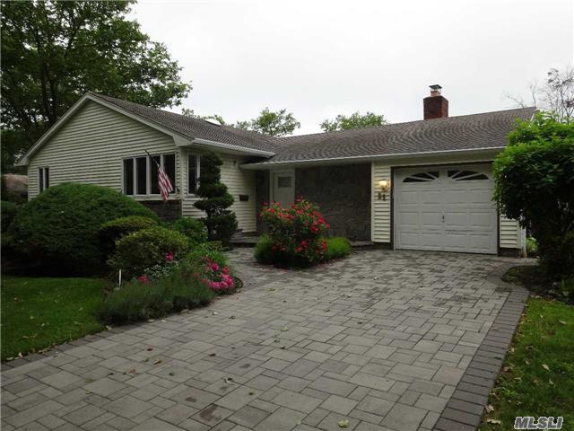 31 Dovecote, Commack, NY 11725 (MLS #2949464) :: Signature Premier Properties
