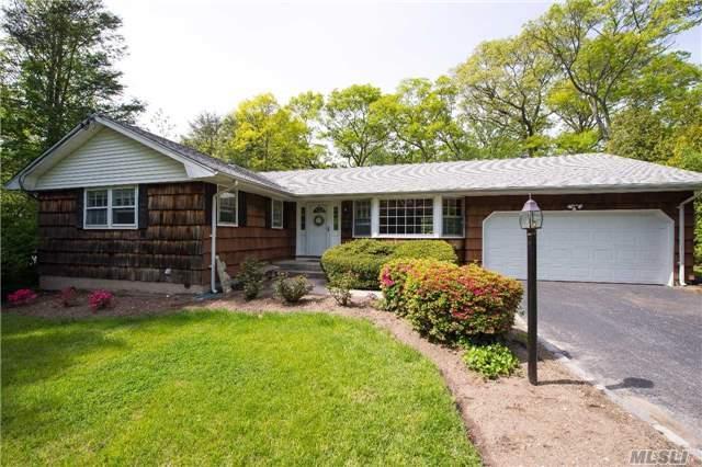 10 Skyline Dr, Huntington, NY 11743 (MLS #2949588) :: Signature Premier Properties