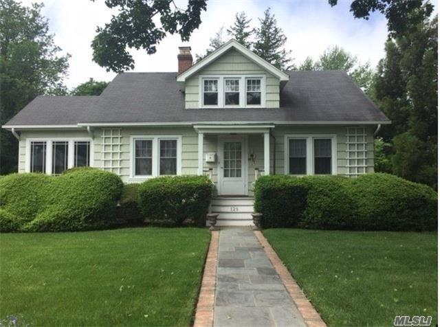 125 Clinton Ave, Huntington, NY 11743 (MLS #2949625) :: Signature Premier Properties