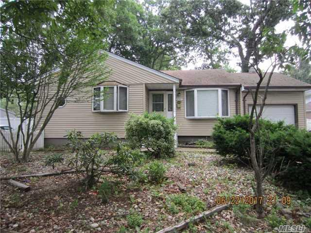 2476 New York Ave, Melville, NY 11747 (MLS #2949651) :: Signature Premier Properties