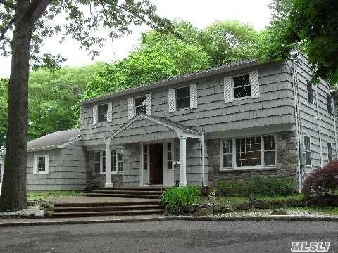 324 West Hills Rd, Huntington, NY 11743 (MLS #2949787) :: Signature Premier Properties