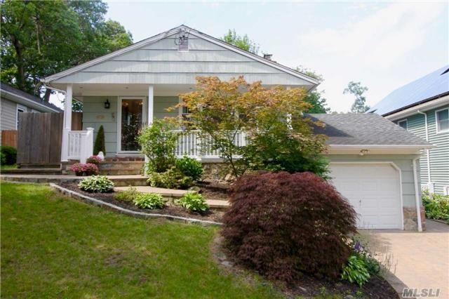 19 Juniper Pl, Huntington, NY 11743 (MLS #2950455) :: Signature Premier Properties