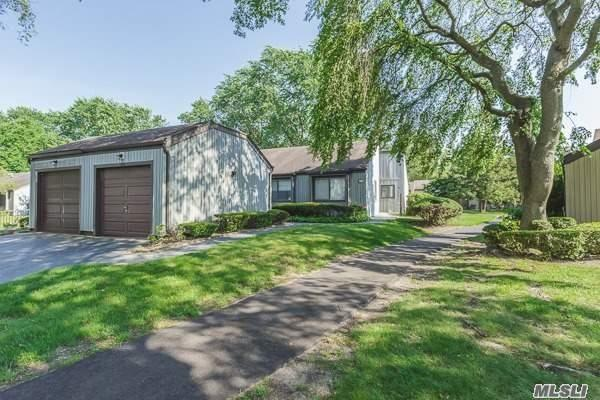 180 Strathmore Gate Dr, Stony Brook, NY 11790 (MLS #2952440) :: The Lenard Team