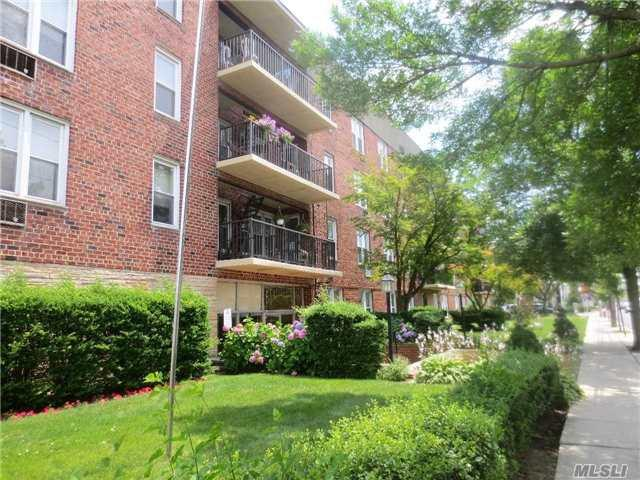 60 Hempstead Ave 2A, Lynbrook, NY 11563 (MLS #2954672) :: Netter Real Estate