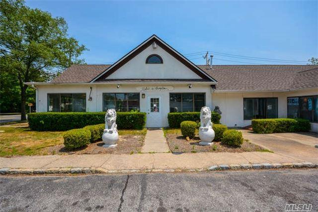 183 Montauk Hwy, Westhampton Bch, NY 11978 (MLS #2954868) :: Netter Real Estate