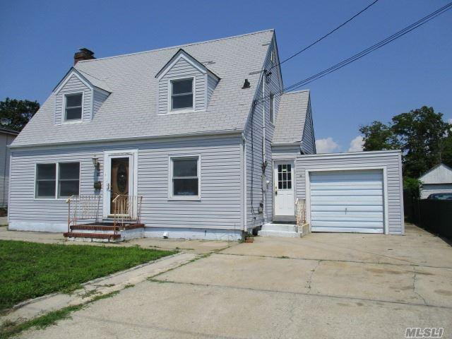 21 Pearl St, Patchogue, NY 11772 (MLS #2956559) :: The Lenard Team