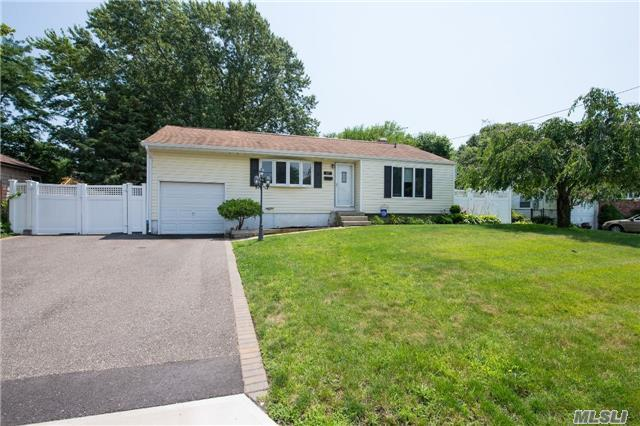 17 Valley Rd, E. Patchogue, NY 11772 (MLS #2956696) :: The Lenard Team