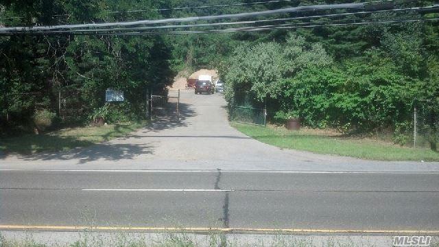 559 Cedar Swamp Rd Rd, Glen Head, NY 11545 (MLS #2957069) :: The Lenard Team