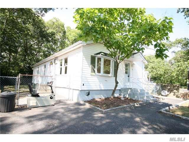 75 Newman St, Patchogue, NY 11772 (MLS #2957114) :: The Lenard Team