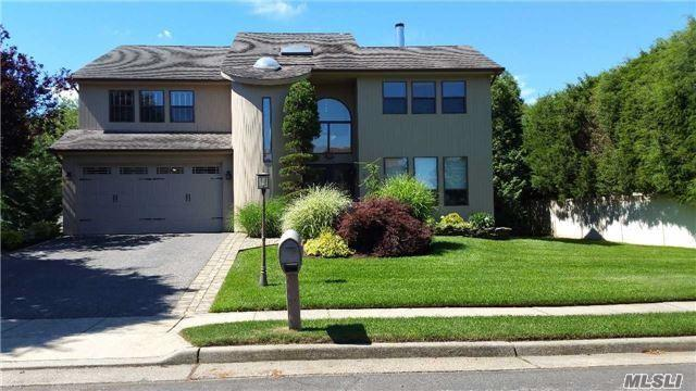 6 Daffodil Dr, Farmingdale, NY 11735 (MLS #2957152) :: The Lenard Team