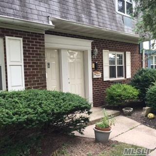 Holtsville, NY 11742 :: Netter Real Estate