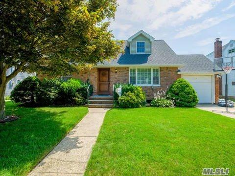 134 E Zoranne Dr, Farmingdale, NY 11735 (MLS #2957271) :: The Lenard Team