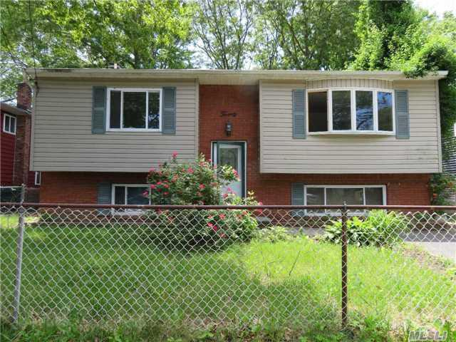 20 Leigh St, Huntington, NY 11743 (MLS #2957357) :: The Lenard Team
