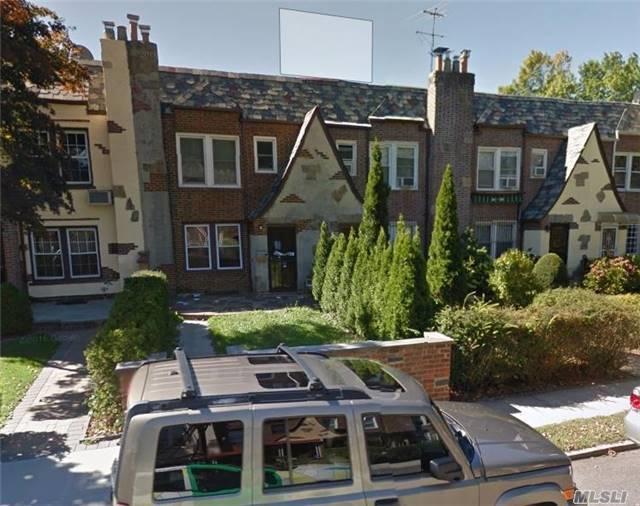 68-34 Ingram St, Forest Hills, NY 11375 (MLS #2957363) :: The Lenard Team