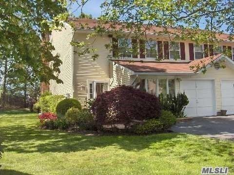 72 W Aspen Dr, Woodbury, NY 11797 (MLS #2962700) :: Netter Real Estate