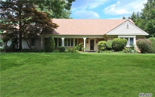 2 Pettit Ct, Dix Hills, NY 11746 (MLS #2963496) :: Signature Premier Properties