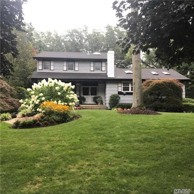 7 W Village Dr, Dix Hills, NY 11746 (MLS #2963927) :: Signature Premier Properties