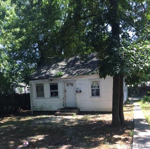 68 E 11th St, Huntington Sta, NY 11746 (MLS #2964037) :: Signature Premier Properties