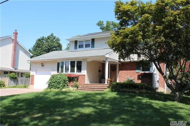 17 Roberta Ln, Commack, NY 11725 (MLS #2964181) :: Signature Premier Properties