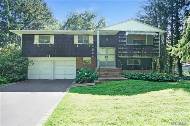 135 Harned Rd, Commack, NY 11725 (MLS #2964543) :: Signature Premier Properties