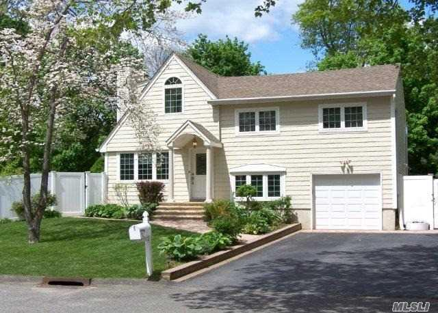 15 Emerald Ln, Huntington Sta, NY 11746 (MLS #2964824) :: Signature Premier Properties