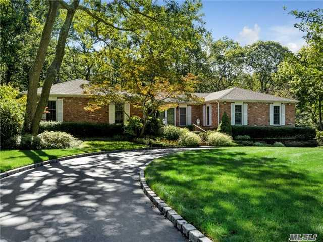 10 Grey Birch Ct, Dix Hills, NY 11746 (MLS #2965010) :: Signature Premier Properties